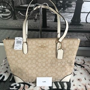 NWT coach back in stock signature zip tote